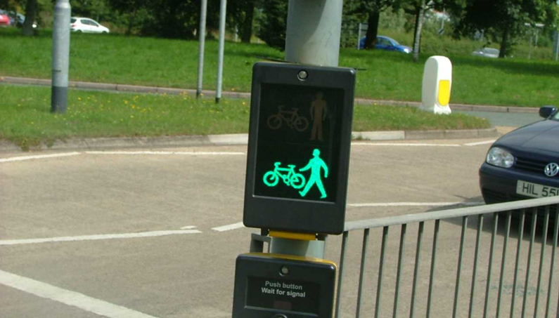 Toucan crossing showing a green (go) bike and pedestrian light