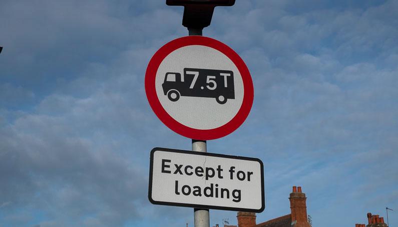 No HGVs over 7.5 tonnes sign