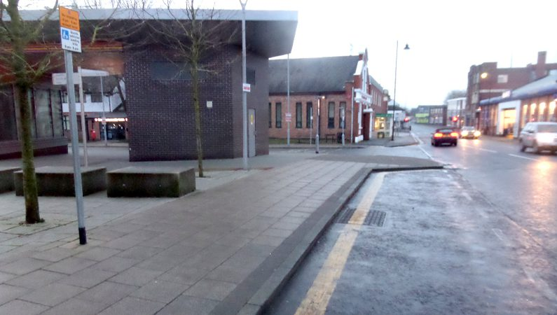 Parking bay with a single yellow line to show no stopping is allowed