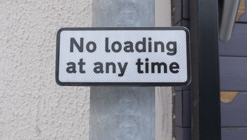 Sign stating no loading at any time - prohibition of waiting and loading